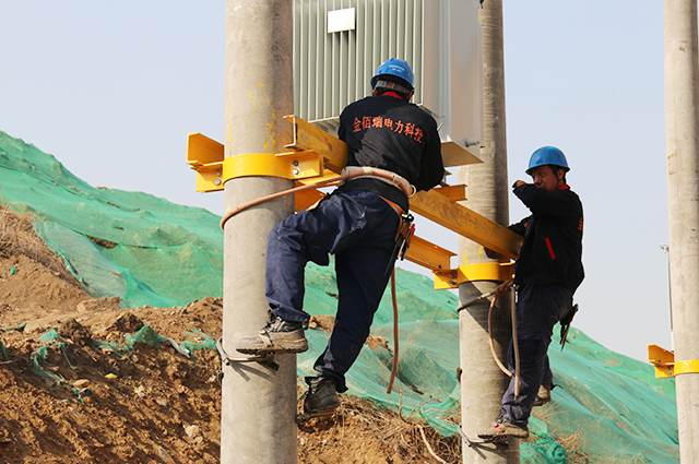 沈阳大东区金地檀悦地产强电10KV变压器安装现场